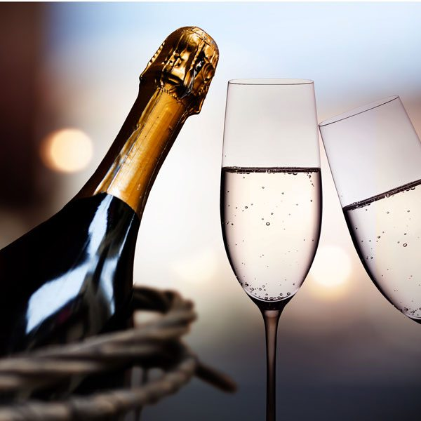 romantico-champagne-shutterstock_1010543524